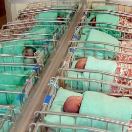 Nel 2015 nati 1.600 bambini. Più maschi, tornano i nomi antichi