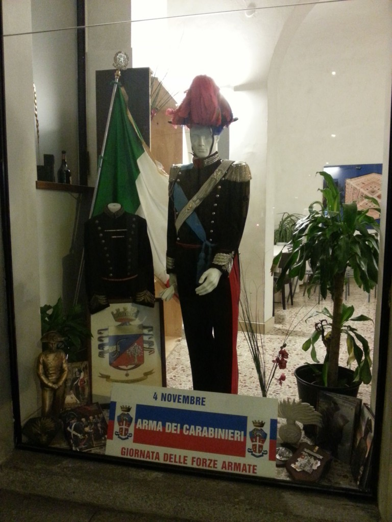 vetrine per l'arma dei carabinieri