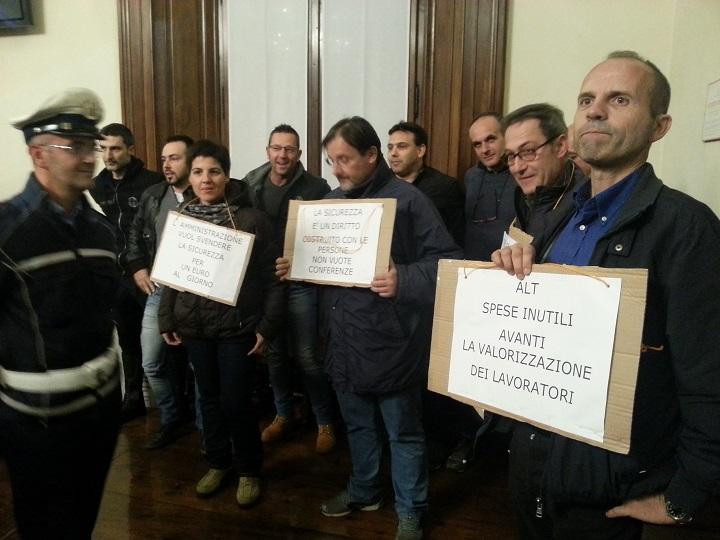 Protesta in Consiglio comunale