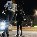 """Il """"protettore"""" vuole 50 euro al giorno, lei non paga e viene falciata in auto"""