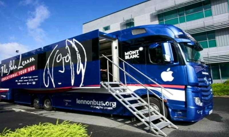 Lennon Bus (1)