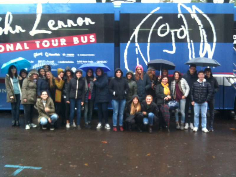 Lennon Bus-800