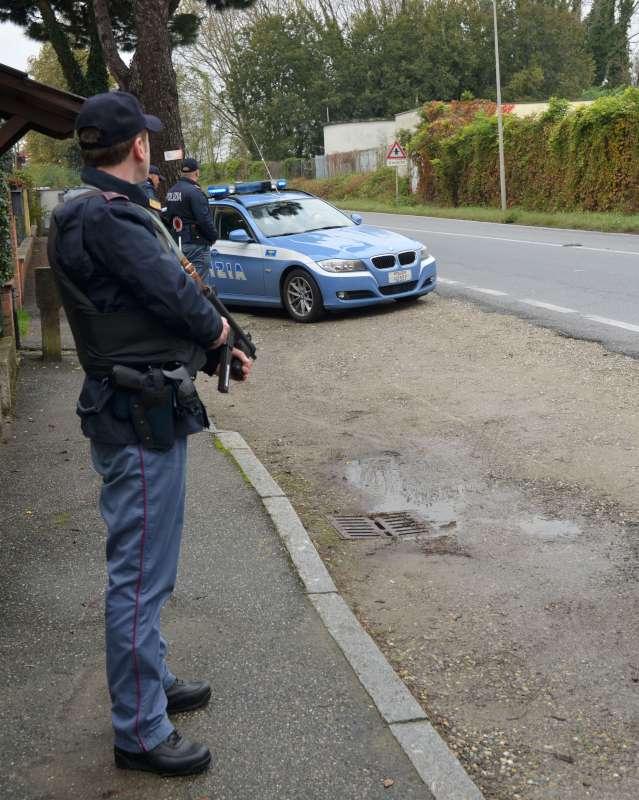 Polizia posto di blocco stradale (1)-800