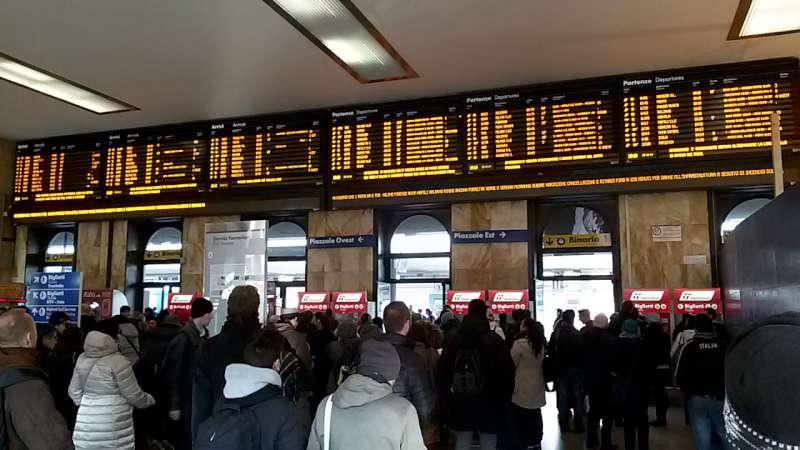 Stazione di Bologna, ritardi (2)-800
