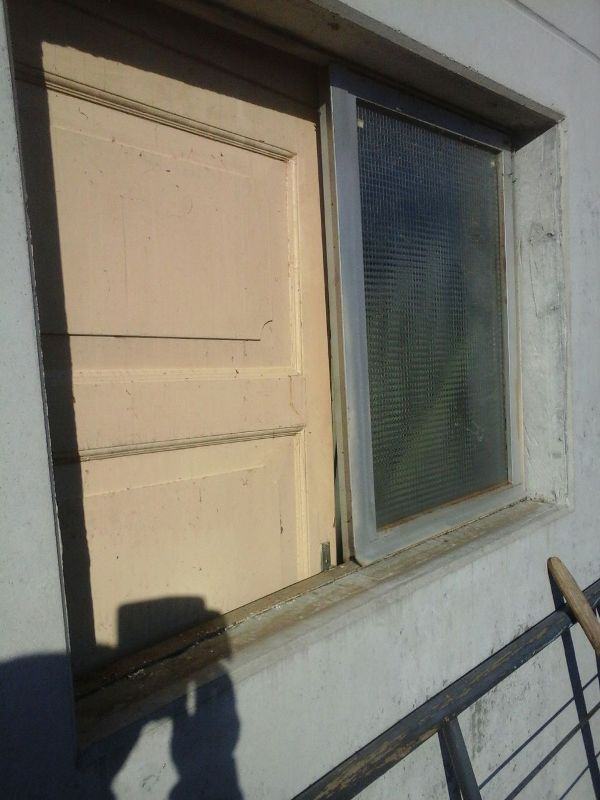 capannone finestra