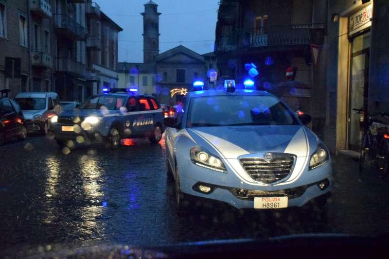 controlli della polizia in via Pozzo (3)-800