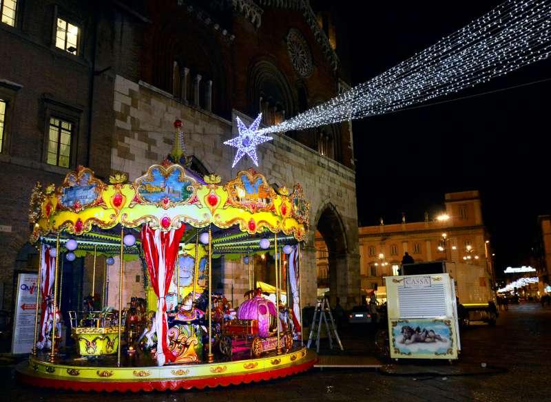 giostra in piazza Cavalli-800