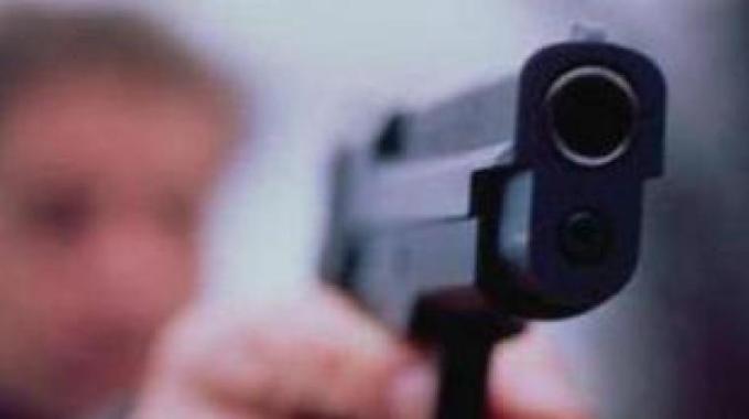 minacce con pistola