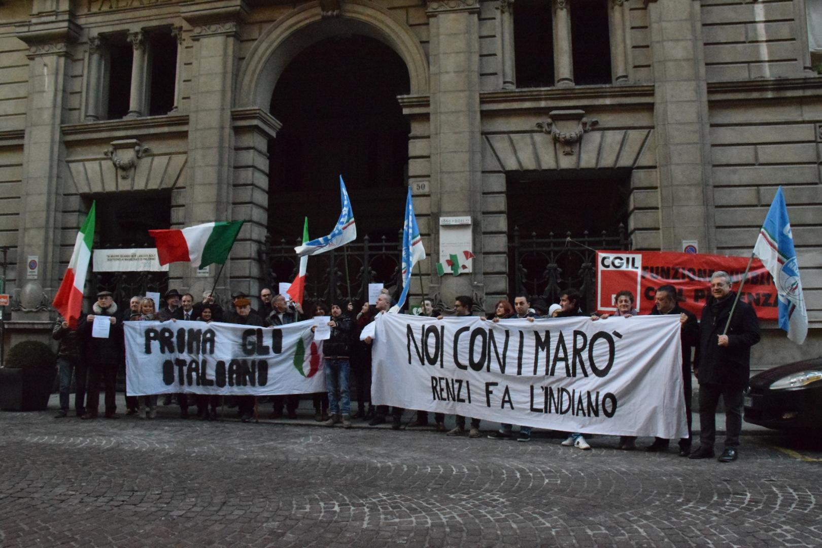 """Fratelli d'Italia, manifestazione pro-marò: """"Renzi non faccia l'indiano"""""""