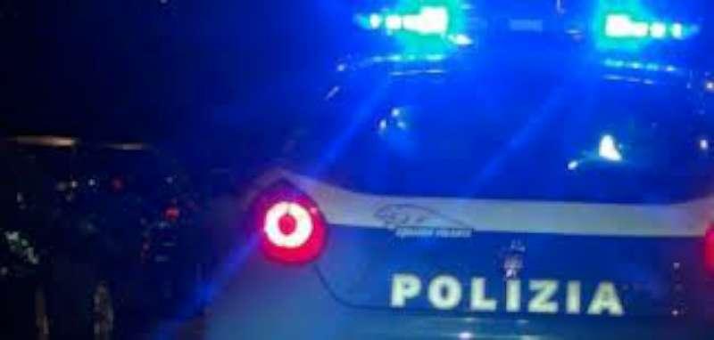 """Barista colpisce un poliziotto: arrestata. """"Lo dico a Barbara D'Urso"""""""