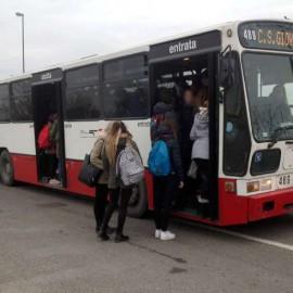 """Gli studenti: """"Sul bus per Castello viaggiamo ammassati"""""""