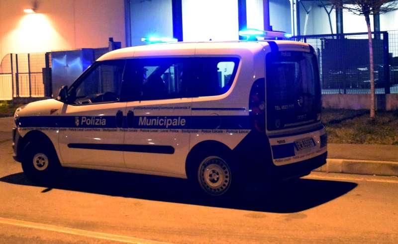 polizia municipale di notte-800