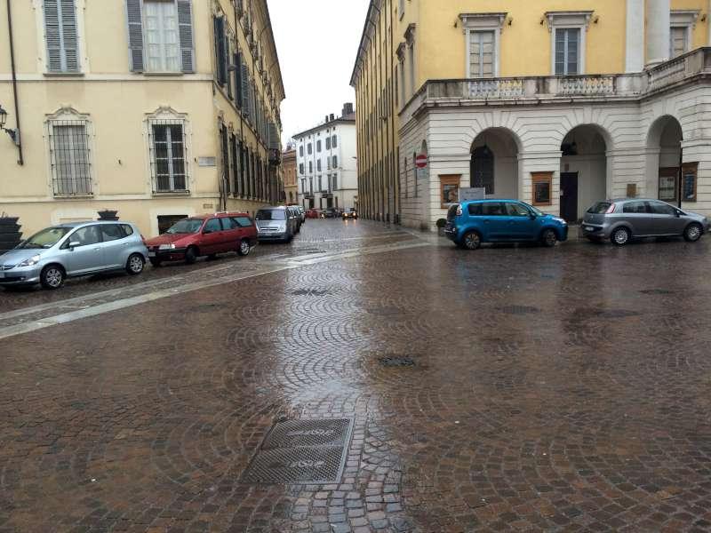 Parcheggio selvaggio in piazza Sant'Antonino