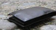Trova un portafoglio con 500 euro: cittadino lo consegna in caserma