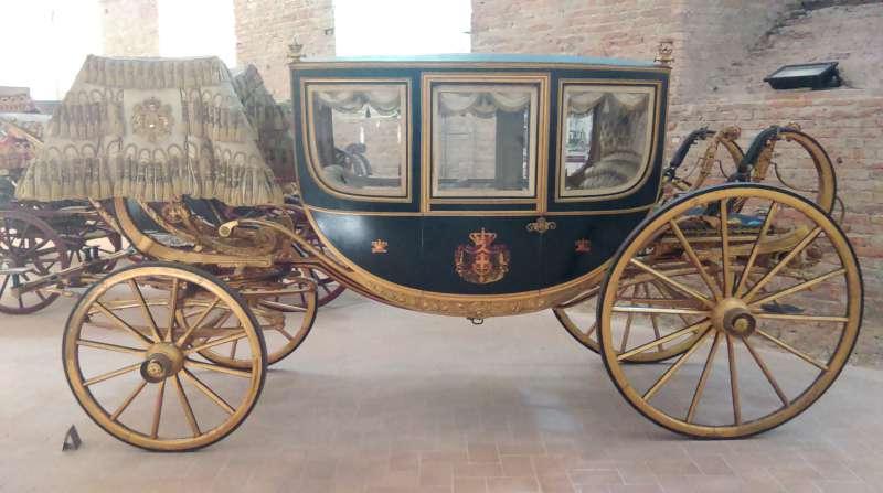 Palazzo Farnese museo delle carrozze (2)-800
