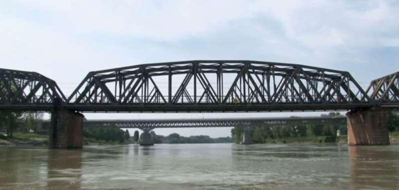 Fiume Po ponte ferroviario (1)-800