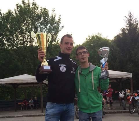 A sinistra, Paolo Bernardi con Paolo Alpegiani, fan numero uno del campione