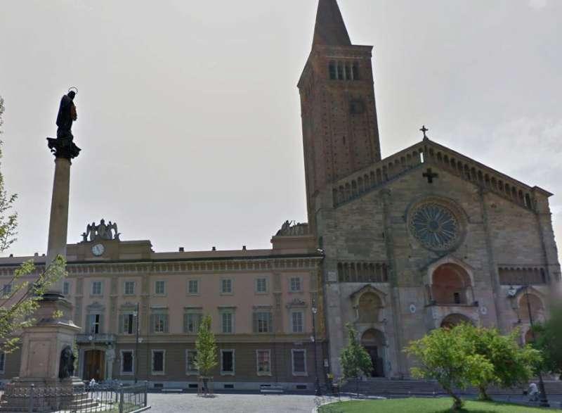 Piazza Duomo e palazzo Vescovile Curia Diocesi (7)-800
