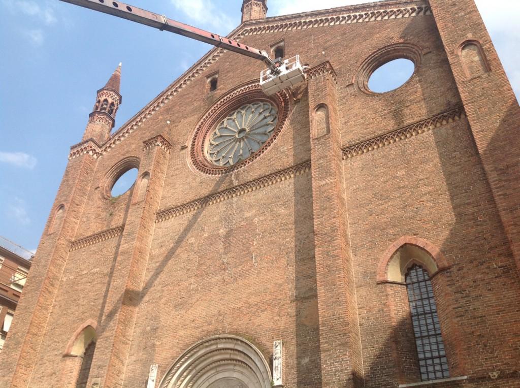 lavori alla facciata della basilica di San Francesco