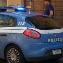 Follia in via Dante: 43enne ferisce due poliziotti prima dell'arresto