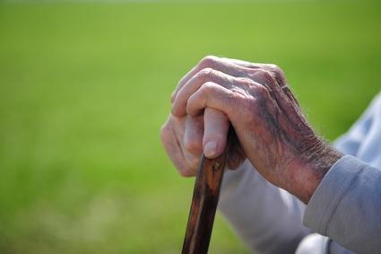 Ladri senza scrupoli: è il giorno del funerale della moglie, 85enne viene derubato di 1.500 euro