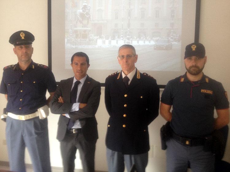 foto conf. stampa polizia