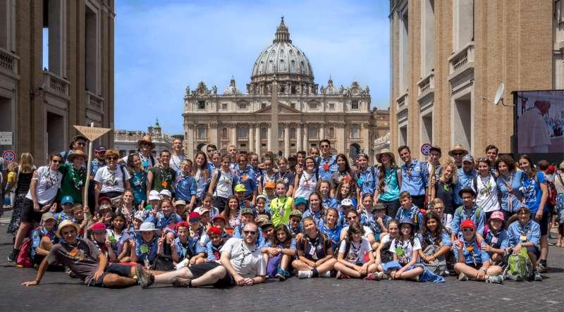 scout piacentini dal Papa (1)-800
