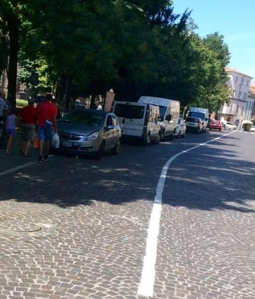 Sosta selvaggia in via Alberoni