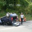 Cinque giovani si ribaltano con l'auto sulla SS45. Due feriti