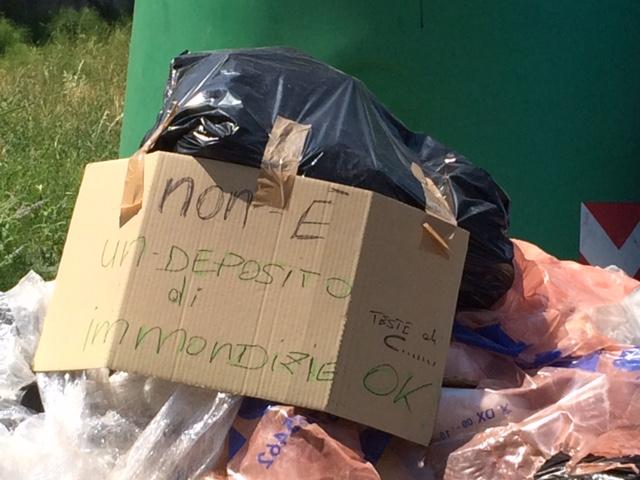rifiuti momeliano - tu cronista