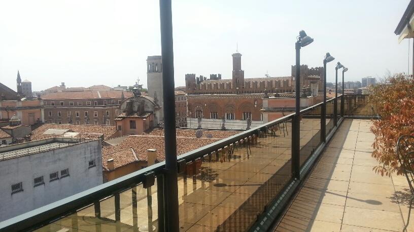 Cene e aperitivi in terrazza: il 4 settembre riapre l\'albergo Roma