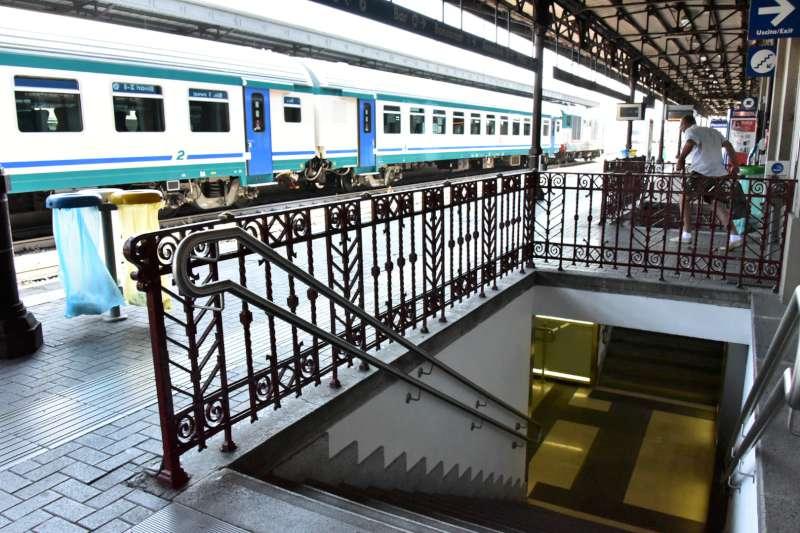 Ferrovia, stazione di Piacenza (52)-800