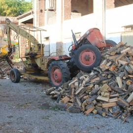 Infortunio sul lavoro a Niviano: due fratelli travolti da un trattore