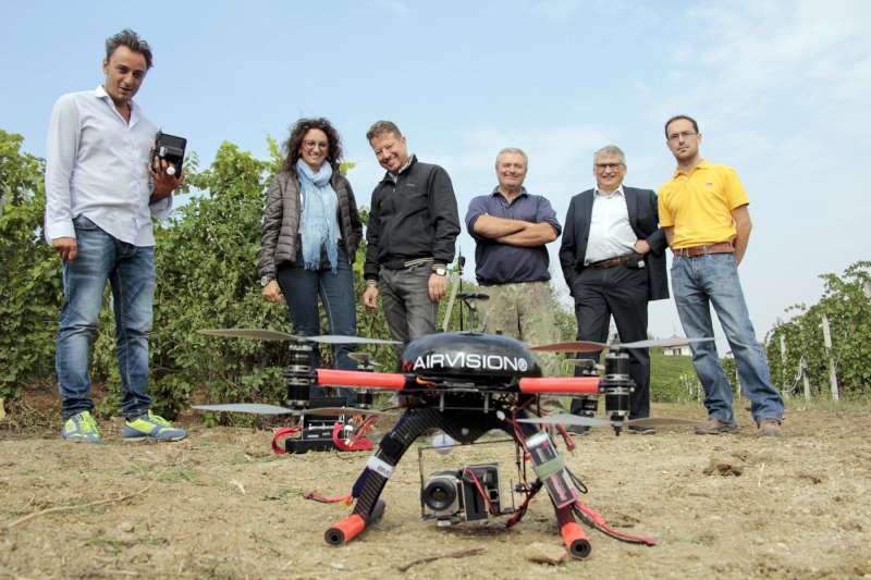 droni in agricoltura sulle viti a Ziano (3)-800