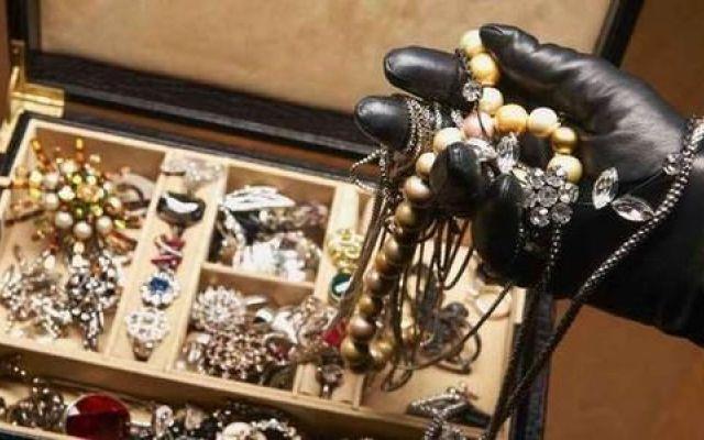 furto di gioielli