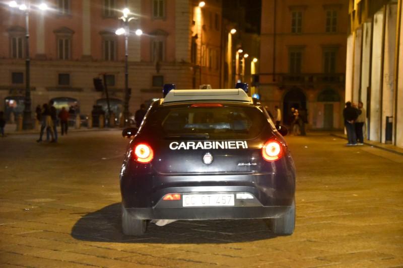 Carabinieri di notte in piazza Cavalli-800