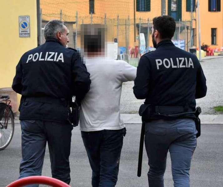 Donna picchiata al quartiere Ciano (15)-800a