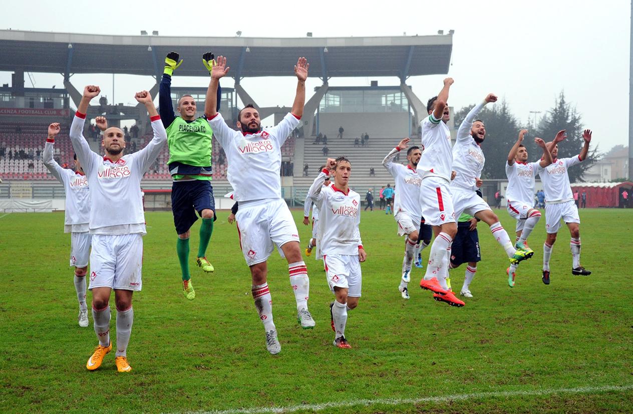 Piacenza Calcio Bustese per P.Gentilotti (FotoDELPAPA) esultanza