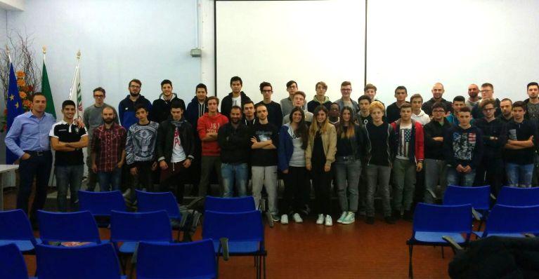 Gli allievi del nuovo corso per arbitri di calcio