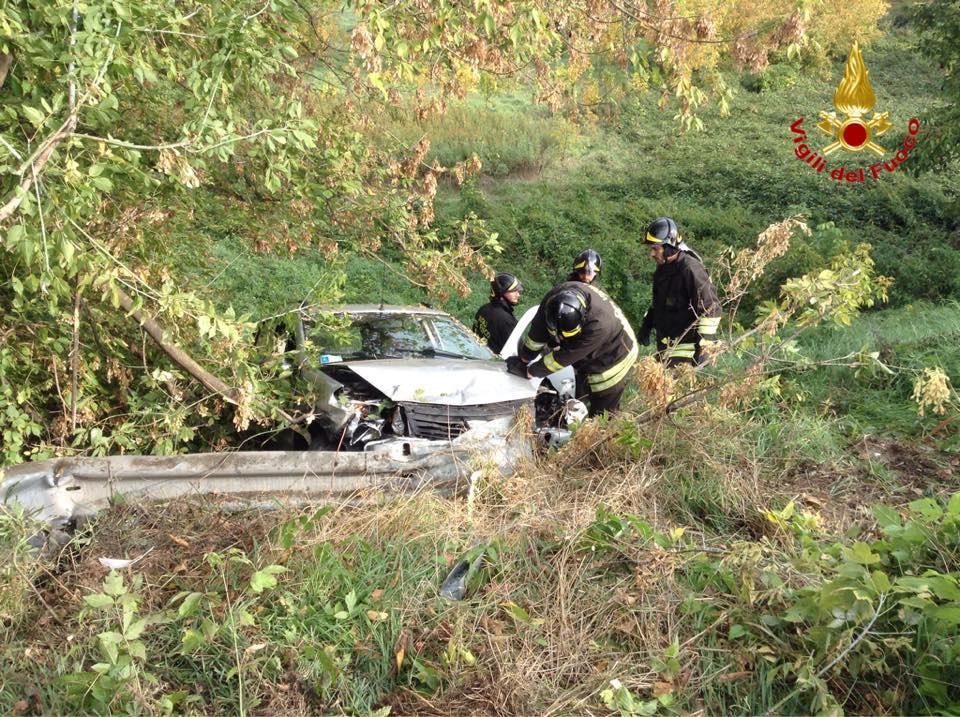 Esce di strada con l'auto, un ferito a San Rocco al Porto
