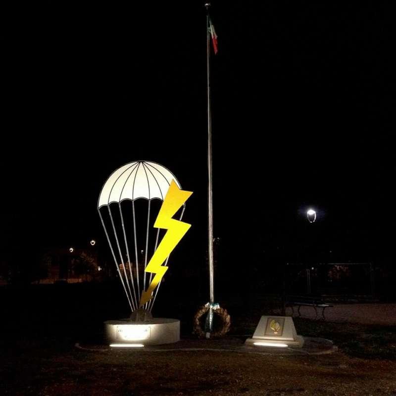 monumento ai paracadutisti-800