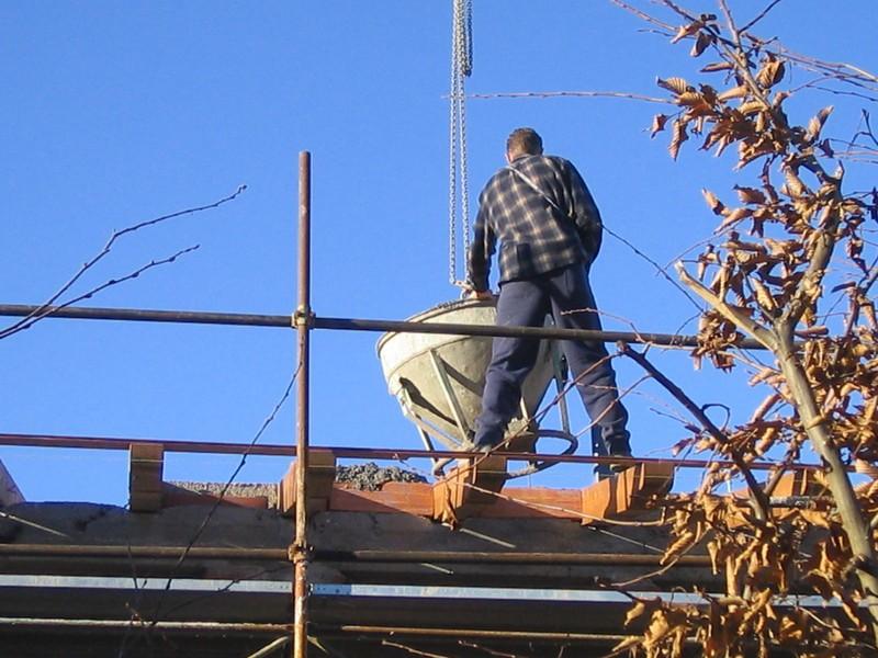 """Cantieri edili, in uno su tre  il lavoro non è sicuro: """"Alto il rischio di cadute"""""""