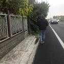 """Podenzano, i residenti: """"Strada pericolosa, le auto sfiorano le case"""""""