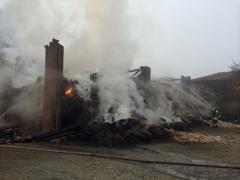Incendio in azienda agricola a Sarmato (45)-800