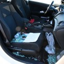 Lascia l'auto per la pausa pranzo: ladri rubano tutto tranne le sigarette