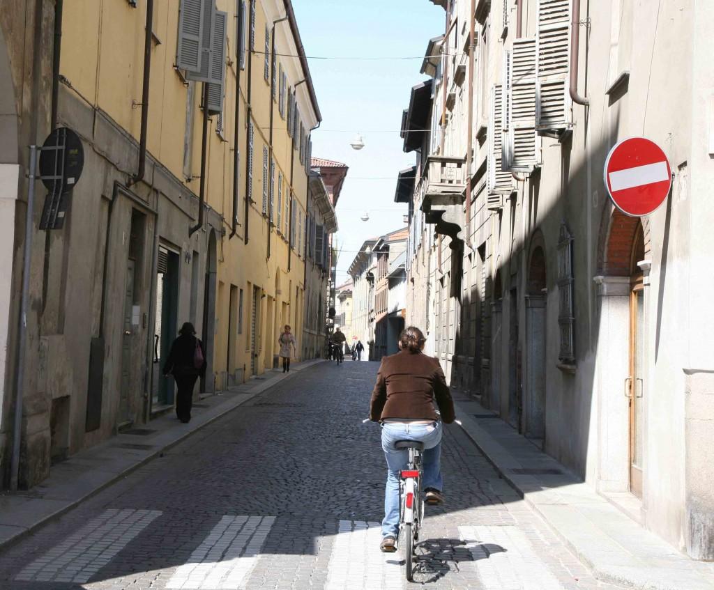 E' ufficiale, le bici non potranno più circolare controsenso in centro storico: scattata l'ordinanza
