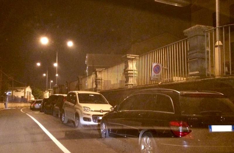 parcheggio selvaggio in via Nino Bixio (1)-800
