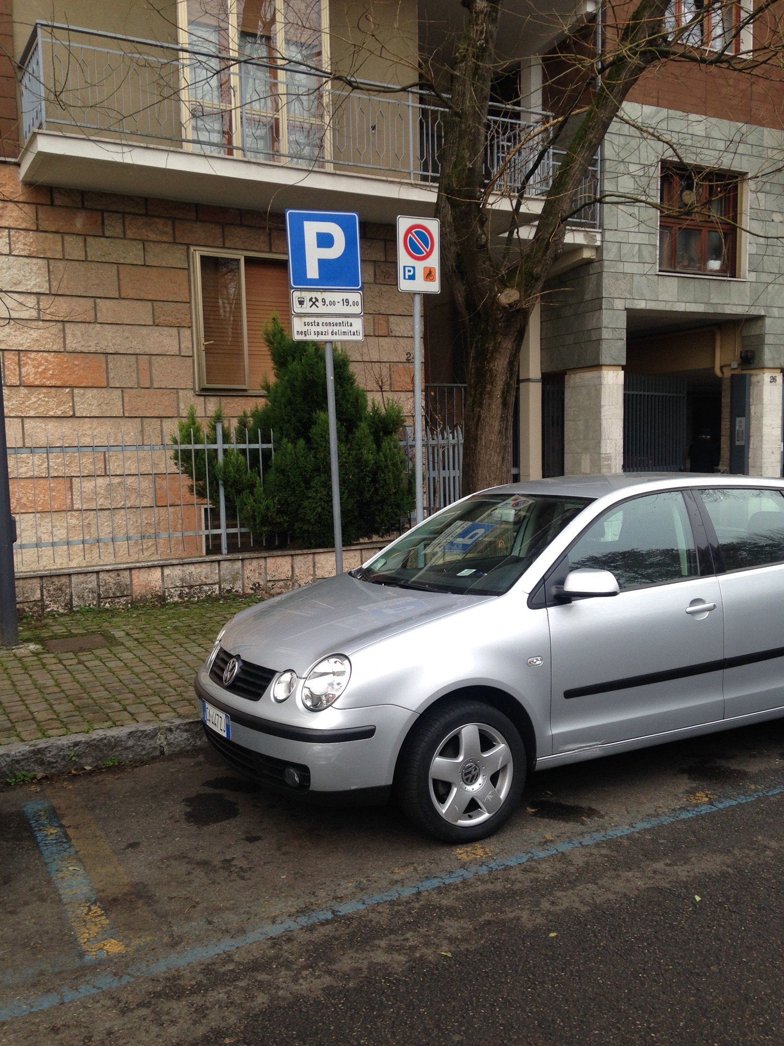 Via Da Sangallo, il parcheggio auto per disabili diventa a pagamento
