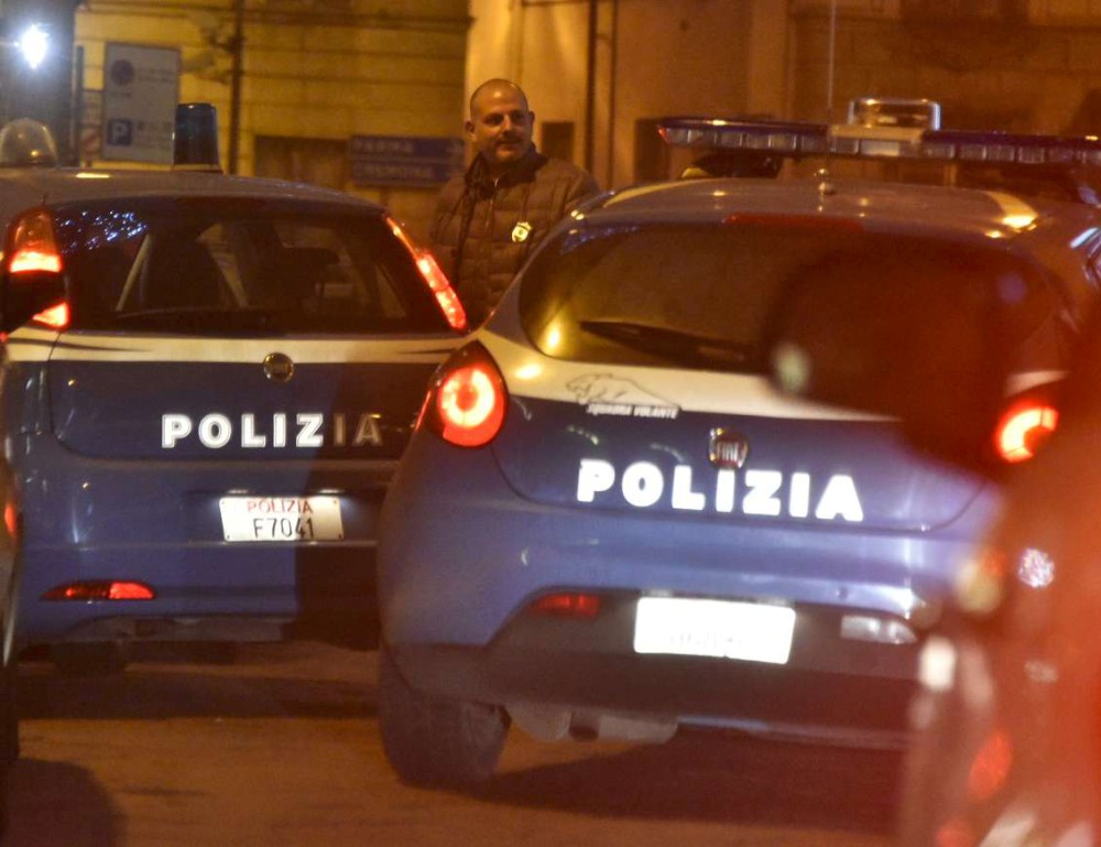 polizia in via Legnano di notte(fsl) (1)-1000