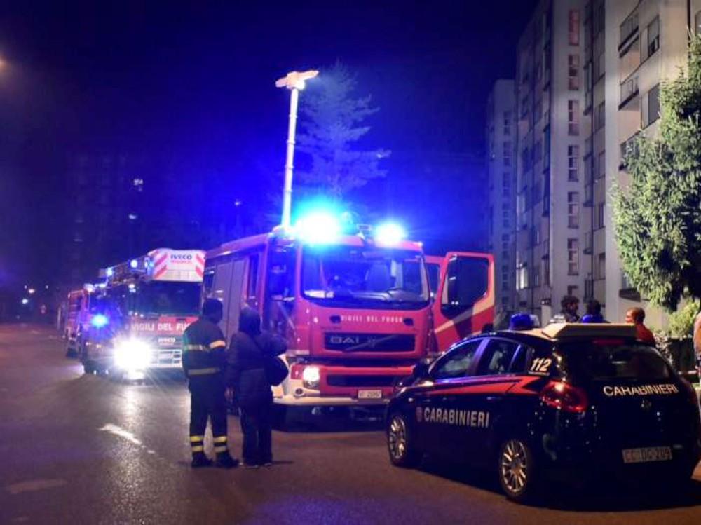 Incendio in via Marinai d'Italia, 4 intossicati. Arrestato un 50enne